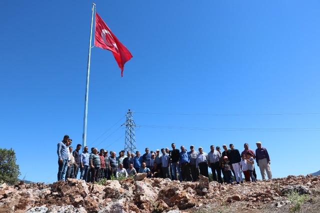 Beyşehir Adaköy'e şehitler anısına  TÜRK BAYRAĞI DİKİLDİ