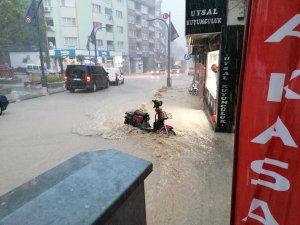 Susurluk'ta başlayan yağış hayatı olumsuz etkiledi