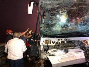 GÜNCELLEME - Anadolu Otoyolu'nda yolcu otobüsü ile tır çarpıştı