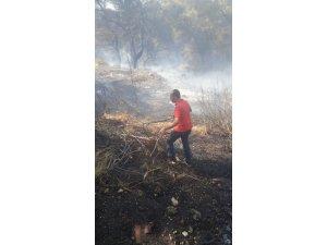 Urla'daki yangına belediye başkanı da müdahale etti