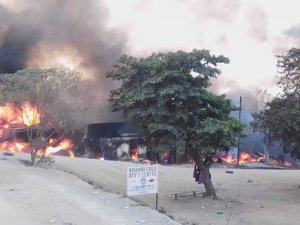 Uganda'da akaryakıt tankeri patladı : 10 ölü