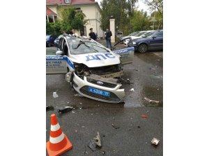 Polis aracı çöp kamyonuna çarpıp takla attı: 1 ölü, 1 yaralı