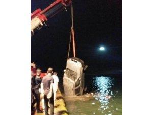 Fatsa'da hafif ticari araç denize düştü