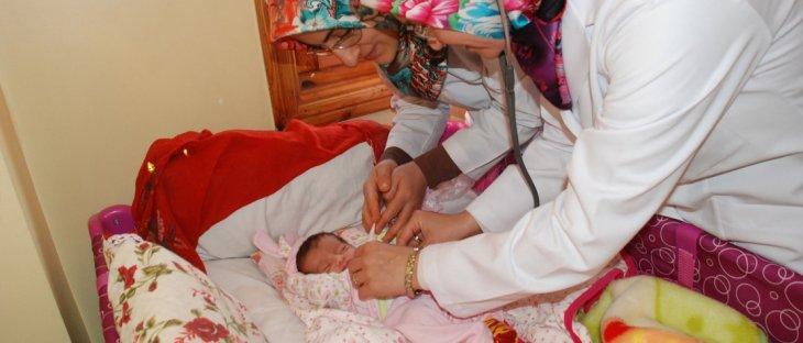 Yeni doğan bebeklere ilk hediyeler belediyeden!