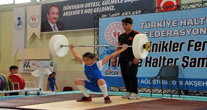 Minikler Türkiye Halter Şampiyonası Akşehir'de başladı