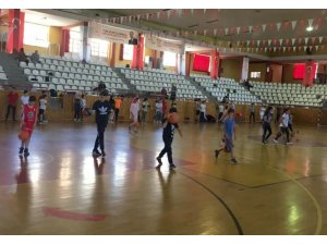 Sivas'ta basketbol yaz okulu sürüyor
