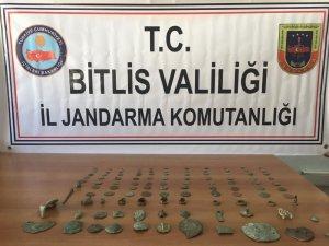 Bitlis'te tarihi eser kaçakçıları suçüstü yakalandı