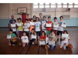 Yaz spor okulunda sertifika heyecanı
