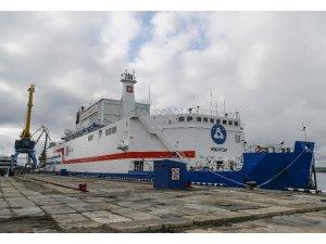 Dünyanın ilk yüzer nükleer güç ünitesi Akademik Lomonosov, Murmansk'tan Pevek'e doğru yola çıktı