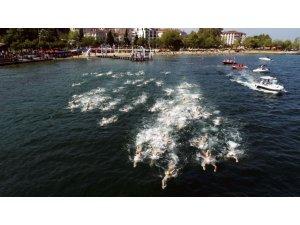 Açık su yüzme şampiyonası, nefesleri kesti