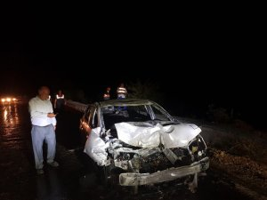 Çapa motoruyla çarpışan otomobil cayır cayır yandı