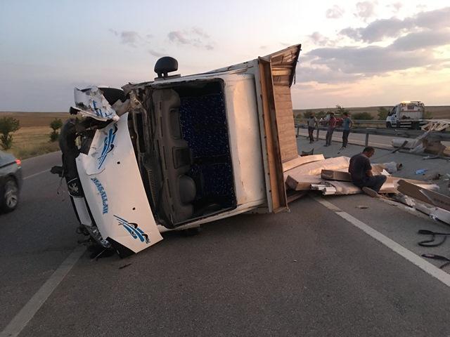 Kulu'da kamyonet devrildi: 1 yaralı