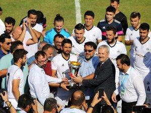 68 Aksaray Belediyespor kupasını aldı