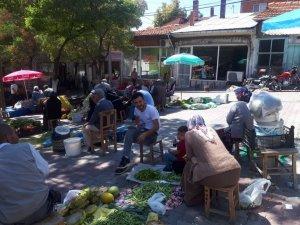 Köylü pazarı ilçe ekonomisine büyük katkı sağlıyor