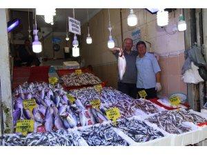 Balık pazarlarında talep aynı fiyatlar farklı