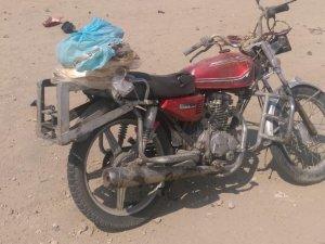 Otomobilin çarptığı plakasız motosiklet sürücüsü ağır yaralandı