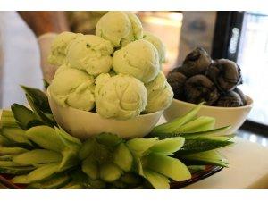 Kahramanmaraş'ta salatalıklı dondurma üretildi