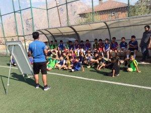 Hakkari'de Fenerbahçe futbol okulu açıldı