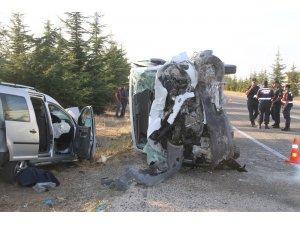 Eskişehir'de feci kaza: 2 ölü, 2 yaralı
