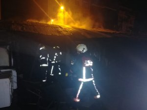 Malatya'da tellak pazarında korkutan yangın