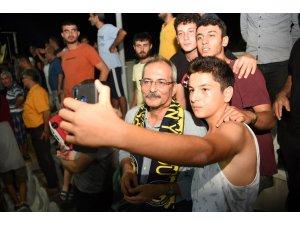 Başkan Bozdoğan, taraftarla birlikte maç izledi