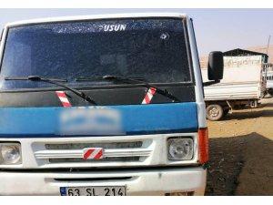 Silahla taranan kamyonetten yara almadan kurtuldu