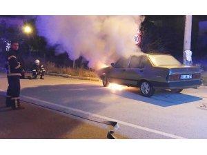Aksaray'da seyir halindeki otomobil alev aldı