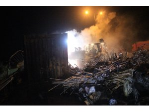 Kuzey Marmara Otoyolu'nda tırın dorsesi alev alev yandı