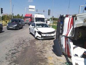 Van'da ambulans ile otomobil çarpıştı: 7 yaralı