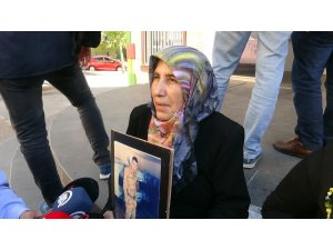 HDP önünde oturma eylemi yapan ailelerin sayısı çığ gibi artmaya devam ediyor