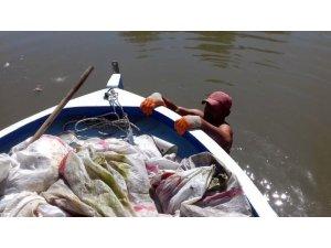 Tavuk ölülerini çuvallayıp Sakarya Nehrine attılar