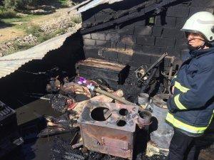Bahçesaray'da çatı yangını korkuttu