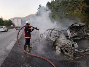 Bir saat önce aldığı otomobili yolda yandı