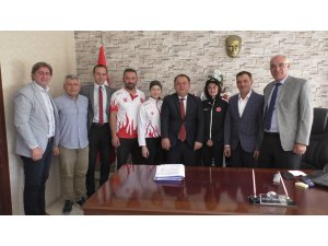 Beyşehir Kaymakamı Özdemir, başarılı sporcuları ağırladı