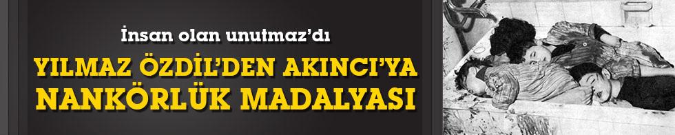 Yılmaz Özdil'den KKTC Cumhurbaşkanı Mustafa Akıncı'ya nankörlük madalyası