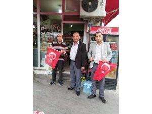 MHP Yunak bayrak dağıttı