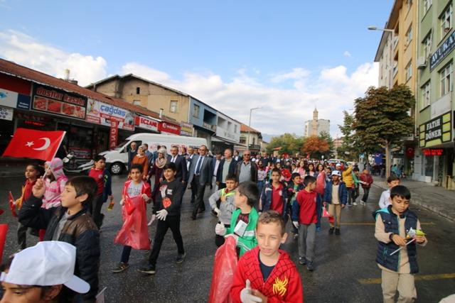 """Seydişehir'de öğrenciler """"Sıfır Atık"""" için yürüdü"""