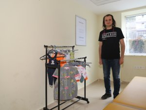 """Hadim Devlet Hastanesi'nde """"Askıda Elbise"""" kampanyası"""