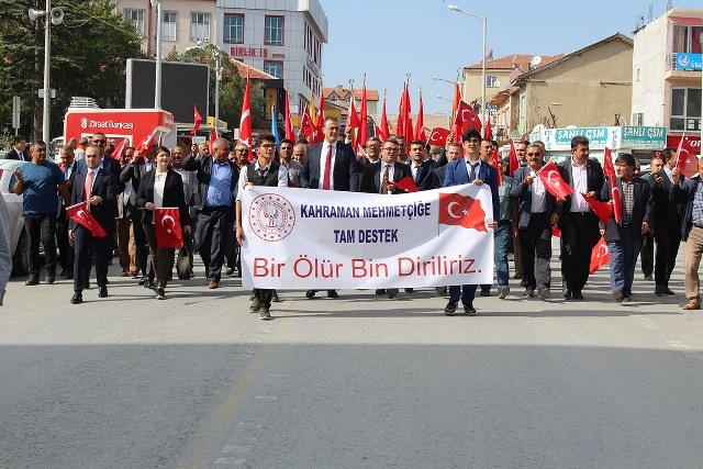 Yunak'ta destek yürüyüşü