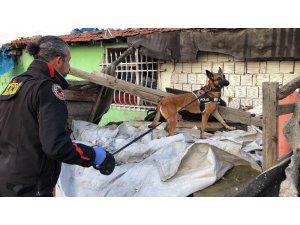 Çorlu'da polisten uyuşturucu madde satıcılarına operasyon