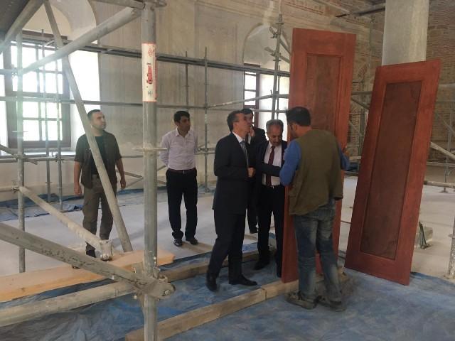 Kaymakam Kurnaz ve Başkan Akkaya restorasyon çalışmalarını inceledi