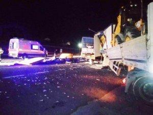 Konya'da tır ile kamyon çarpıştı: 2 yaralı