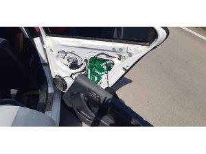 Lüks otomobilden kaçak sigara çıktı
