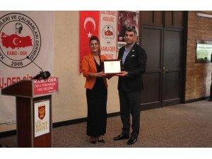 "Milletvekili Erol'a ""Yılın Milletvekili"" ödülü"
