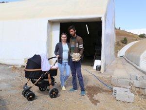 Ukraynalı gelin Konya'da mantar yetiştiriyor