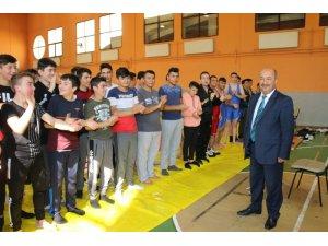 Kütahya'da Anadolu İmam Hatip Lisesi öğrencileri arası güreş müsabakaları başladı