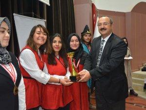 SÜ'de Geleneksel Okçuluk Kupası madalya töreni