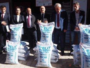 Bozkır'da çiftçilere ücretsiz Macar Fiği tohumu dağıtıldı