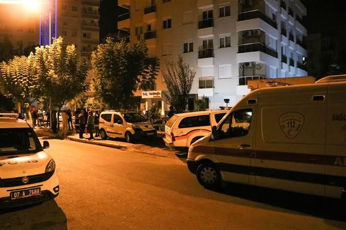 Siyanürle 4 kişinin öldüğü dairede özel ekip incelemelerine başladı