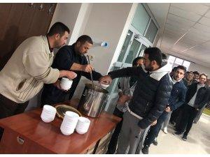 Üniversite öğrencileri Mevlid-i Nebi Haftası için sabah namazında buluştu